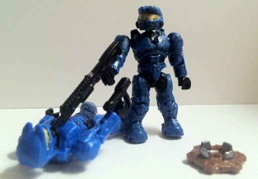 Halo Mega Bloks Cobalt Spartan Mark VI vs. Snowbound Spartan Mark VI Figures