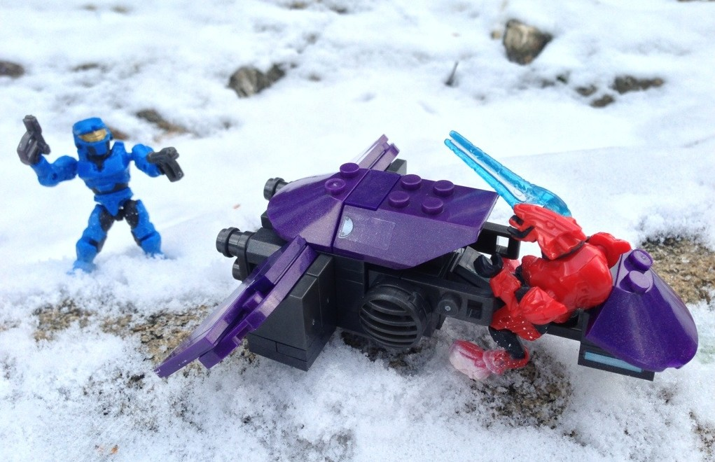 Mega Bloks Halo Ghost with Energy Sword vs. Blue Mark VI Spartan Mega Bloks Figure