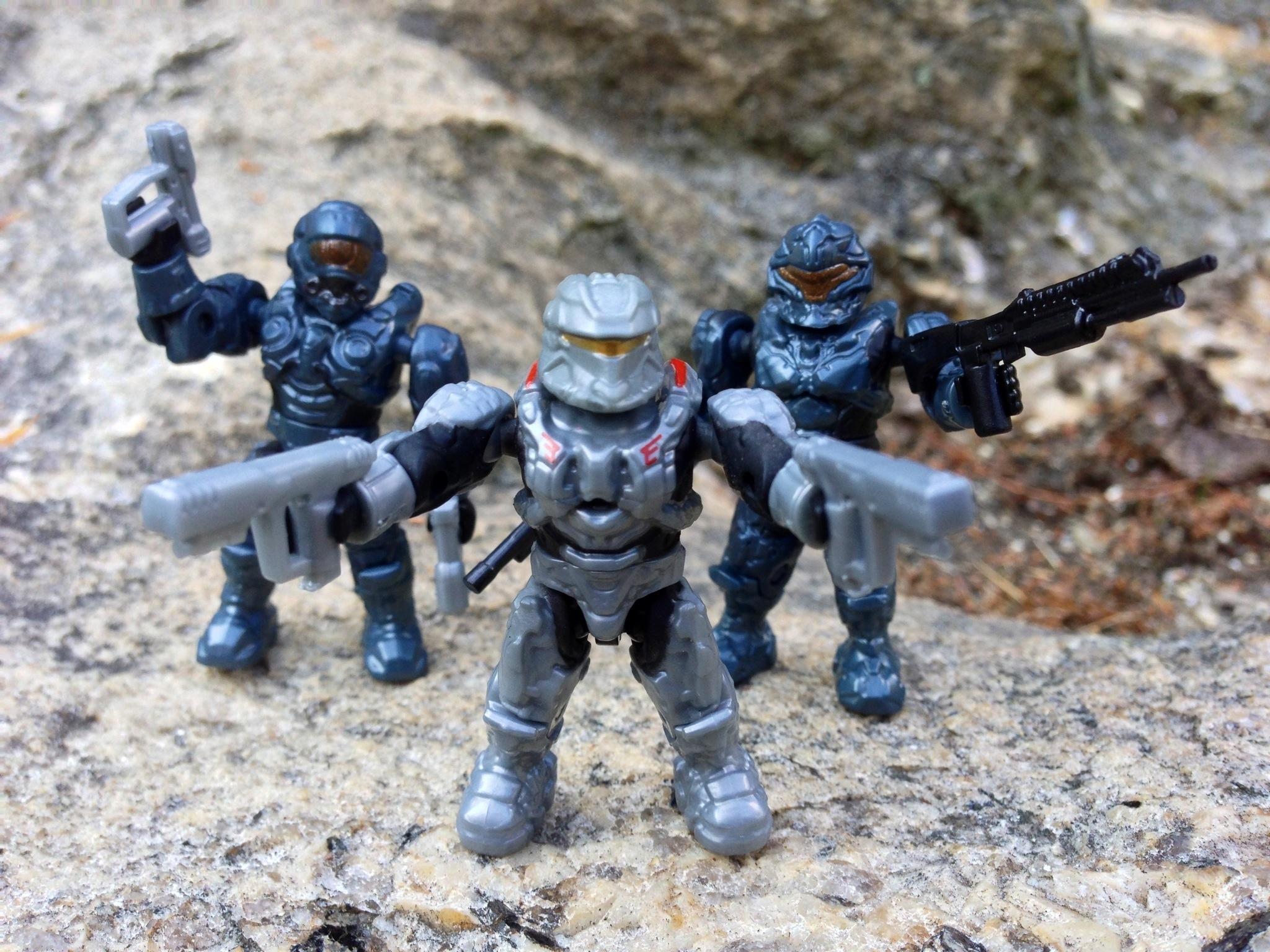 Halo Mega Bloks UNSC Pelican Gunship Review Part 1: Figures