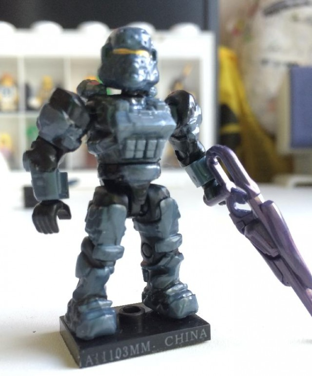 Halo Mega Bloks Series 8 Ultra Rare Stealth Spartan Soldier Figure with Covenant Carbine