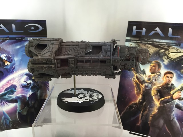 Halo Replica Ship Pillar of Autumn Dark Horse 2016