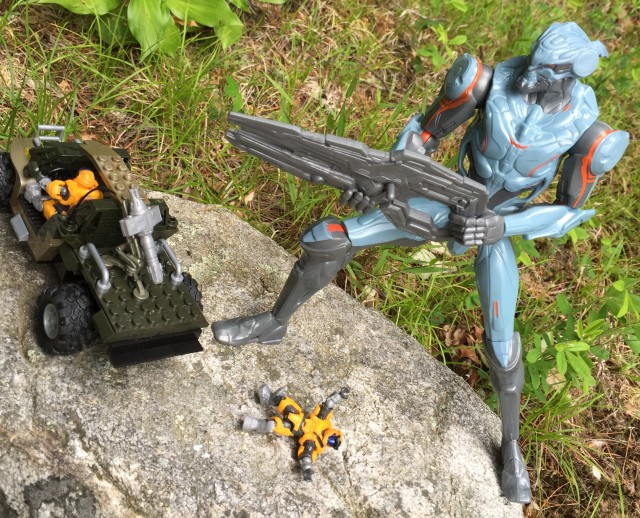 Halo Mega Bloks Spartans vs. 12 Inch Promethean Soldier